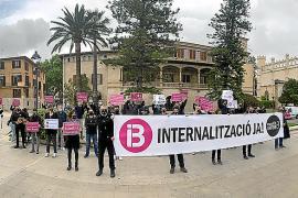 La huelga de IB3 se hace notar y la protesta llega al Consolat de Mar