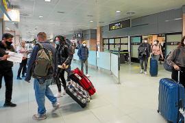 El aeropuerto de Ibiza empieza a retomar el pulso con los primeros vuelos internacionales