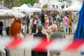 El mercadillo artesanal de Sant Joan devuelve la vida al pueblo