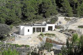 El TSJ confirma que Sant Josep actuó bien al paralizar los bungalós de Cala d'Hort
