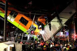Colapsa un paso elevado del metro de Ciudad de México