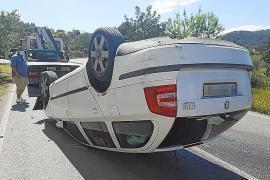 Herido leve tras sufrir un aparatoso vuelco en la carretera de Cala Vedella