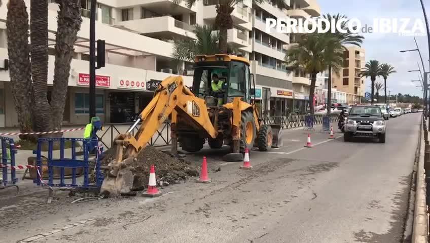 La rotura de una tubería en Ibiza mantiene cerrado un carril de la avenida de Santa Eulària