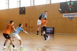Balonmano: El encuentro entre UD Ibiza HC Eivissa y Torrelavega, en imágenes