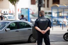 Detenida en Ibiza una mujer por resistirse a ponerse la mascarilla mientras hablaba por el móvil