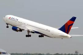 Las aerolíneas advierten que la campaña de verano está en riesgo por la falta de un plan de vacunación para las tripulaciones