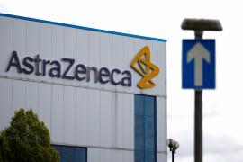La UE reclama a AstraZeneca una indemnización y la entrega de todas las dosis