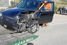 Jornada accidentada con dos aparatosos siniestros en Sant Josep y un atropello en Vila
