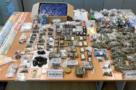 Seis detenidos y 14 kilos de droga incautada en un club cannábico empleado para traficar en Vila