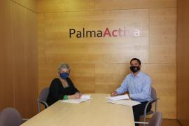 El concejal de Promoción Económica y Empleo, Rodrigo Romero, y la vicerrectora de Estudiantes de la UIB, la profesora Rosa Isabel Rodríguez, han rubricado el acuerdo