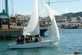 El Club Náutico Ibiza inicia los Bautismos de Mar con el I.E.S. Sa Blancadona