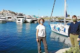 Un velero para estudiarlos delfines mulares en las costas de Ibiza