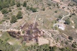 Sobresalto por un incendio en un terreno agrícola de una propiedad de Sant Josep