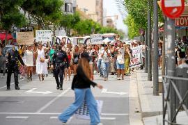 Más de 200 personas se manifiestan contra las mascarillas y el toque de queda