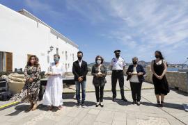 Vila homenajea a las tres pioneras del servicio de Policía Local del municipio