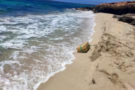 Hallan en una playa de Formentera cuatro fardos con más de 120 kilos de hachís