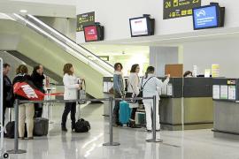 El certificado de residente 'on line' para volar en Eivissa se retrasa varios meses