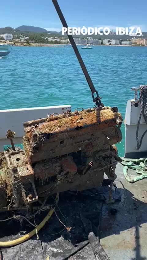 Retiran 80 toneladas de fondeos ilegales en la bahía de Portmany