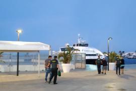 La Guardia Civil detiene en Formentera a tres personas por el robo de cobre y materiales de un supermercado