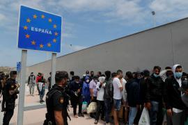 España negocia con Marruecos la reagrupación de los niños de Ceuta