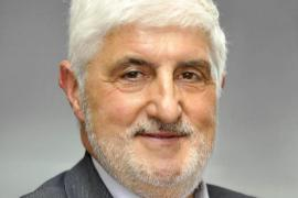 El vicepresidente de la Asociación Española de Vacunología cree que «los que reciben las dos dosis de Astra no deberían firmar ningún consentimiento»