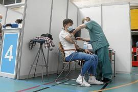 Vacunados con AstraZeneca: ¿es mejor cambiar a Pfizer para la segunda dosis?