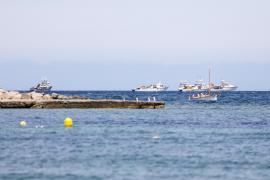 Decenas de atuneros acechan frente a la Bahía de Portmany