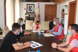 Santa Eulària firma el convenio con Cruz Roja para ofrecer el servicio de socorrismo y baño adaptado
