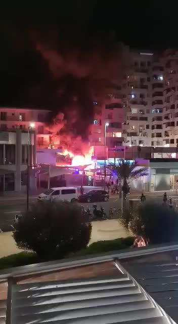 Detenido por el incendio de unos contenedores en Sant Antoni