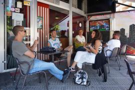 Las reuniones sociales podrán ser de 15 personas en el exterior y de 10 en el interior