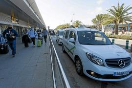 Los ayuntamientos prevén activar los taxis estacionales en el mes de julio