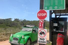 Formentera empieza a regular el acceso de vehículos a Ses Salines