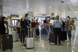 Baleares, pendiente del turismo británico, amenazado por nuevas restricciones de movilidad