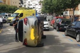 Cuadruplica la tasa de alcohol tras volcar en Ibiza con un coche que había robado