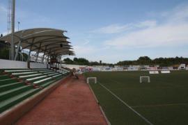 Santa Eulària sustituirá el césped artificial del campo de fútbol municipal