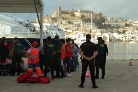 Salvamento Marítimo rescata una patera a la deriva con 14 inmigrantes