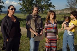 Almodóvar termina el rodaje de 'Madres paralelas' y difunde primeras imágenes