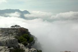 Nubes en el Puig de sa Galera, Serra de Tramuntana de Mallorca