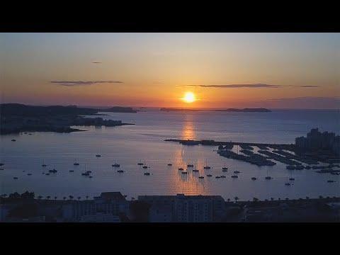 'Portmany, una bahía amenazada' ya tiene versión en catalán