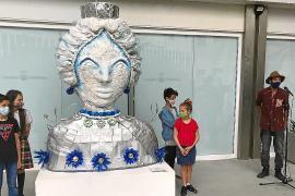 La campaña 'L'Art de Reciclar' ha movilizado a 271 alumnos de cinco centros de primaria de toda la isla. El resultado de su trabajo: una escultura de la diosa Tanit