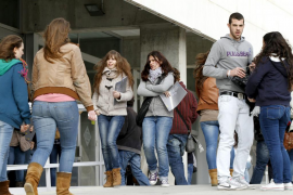 La patronal propone un nuevo contrato  para jóvenes con el salario mínimo como referencia