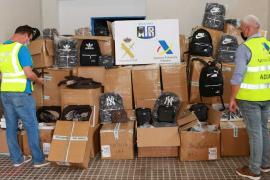 La Guardia Civil y la Agencia Tributaria intervienen 3.000 artículos falsificados en Mallorca