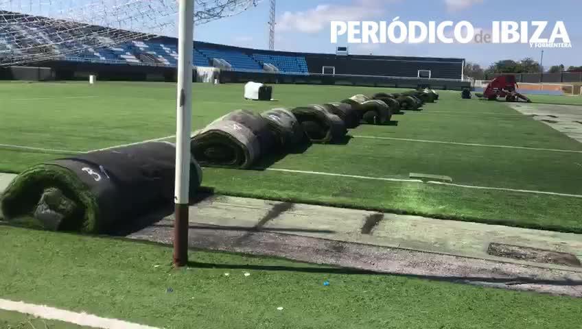El nuevo estadio Can Misses sigue avanzando: ya ha empezado la retirada del césped artificial