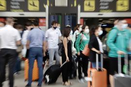 Las aerolíneas aumentan un 20 % los precios de los vuelos con la Península sobre 2019