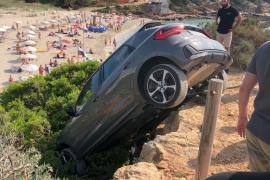Un coche se despeña en una playa de Formentera