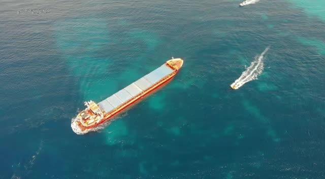 Reflotado el carguero que encalló en Formentera