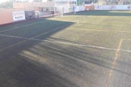 Santa Eulària sustituirá el césped artificial del campo de fútbol de Sant Carles