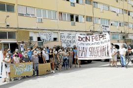 Sant Josep sigue notificando a los vecinos del Don Pepe el desalojo