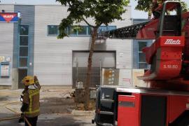 Muere un bombero y tres más resultan heridos en un incendio en Vilanova