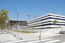 El nuevo hospital estará acabado a finales de año, según la consellera Prats